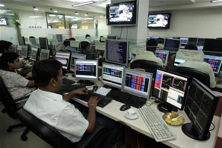 Stockbrokers trade at a brokerage firm in the eastern Indian city of Kolkata July 6, 2009. REUTERS/Jayanta Shaw/Files