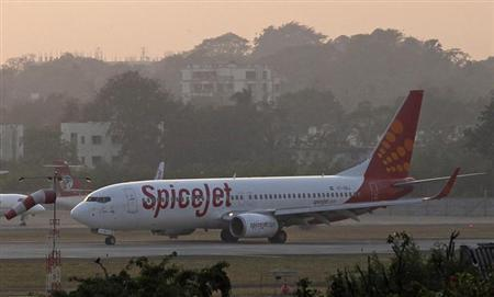 A SpiceJet Boeing 737-800 aircraft taxis on the tarmac after landing at Chhatrapati Shivaji international airport in Mumbai November 26, 2012. REUTERS/Danish Siddiqui/Files
