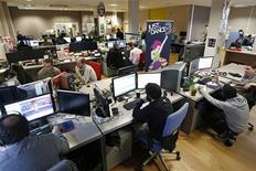 Studio de création d'Ubisoft à Montreuil-sous-Bois. Ubisoft a une nouvelle fois relevé ses objectifs financiers annuels, après avoir enregistré une croissance de ses ventes plus forte que prévu au cours des trois derniers mois de l'année 2012. /Photo prise le 20 décembre 2012/REUTERS/Charles Platiau