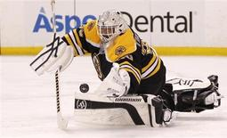 Boston Bruins goalie Tim Thomas makes a save against the Washington Capitals during the third period in Game 7 of their NHL Eastern Conference quarter-final hockey playoff series in Boston, Massachusetts April 25, 2012 - RTR3189G