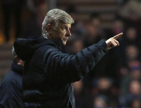 Arsenal's manager Arsene Wenger gestures during their English Premier League football match against Southampton at St Mary's Stadium in Southampton January 1, 2013. REUTERS/Eddie Keogh