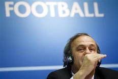 Presidente da UEFA, Michel Platini, é visto durante coletiva de imprensa em janeiro, na Suíça. A Uefa reduziu o preço dos assentos mais baratos para a final da Liga dos Campeões final no estádio de Wembley, após protestos contra o alto custo dos bilhetes para o mesmo jogo há dois anos. 25/01/2013 REUTERS/Valentin Flauraud