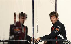 O piloto de Fórmula Um da Red Bull Sebastian Vettel, da Alemanha, repousa durante treino na pista de Jerez no sul da Espanha. 7/02/2013 REUTERS/Marcelo del Pozo