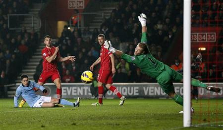 Southampton's Jay Rodriguez (2nd L) shoots but misses past Manchester City's goalkeeper Joe Hart during their English Premier League soccer match at St Mary's Stadium in Southampton February 9, 2013. REUTERS/Stefan Wermuth