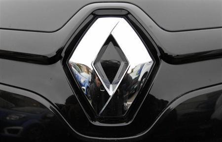 The logo of French car manufacturer Renault is seen in Strasbourg eastern France, October 25, 2012. REUTERS/Vincent Kessler/Files