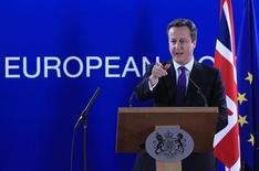 """El primer ministro británico, David Cameron, admitió el domingo que Escocia tiene los elementos necesarios para ser una nación independiente, pero dijo que ahora disfruta de """"lo mejor de los dos mundos"""" y rogó que no cause la ruptura de Reino Unido. Imagen de Cameron el 8 de febrero en una rueda de prensa al final del último Consejo Europeo celebrado en Bruselas. REUTERS/Yves Herman"""