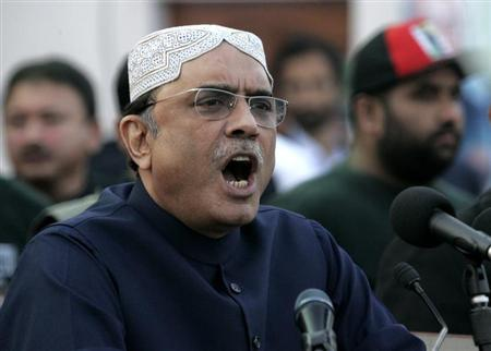 Pakistan's President Asif Ali Zardari, widower of assassinated former Prime Minister Benazir Bhutto, makes a speech during the fifth anniversary of his wife's death, at the Bhutto family mausoleum in Garhi Khuda Bakhsh, near Larkana December 27, 2012. REUTERS/Nadeem Soomro/Files