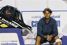 La peor derrota de Rafa Nadal sobre tierra batida en nueve años dio argumentos a sus detractores pero el tenista español dijo que su recuperación de una lesión de rodilla debería juzgarse en el tiempo. En la imagen, el tenista español Rafael Nadal reacciona tras su derrota en la final del Abierto de Chile ante el argentino Horacio Zeballos, en Viña del Mar, el 10 de febrero de 2013. REUTERS/Eliseo Fernandez