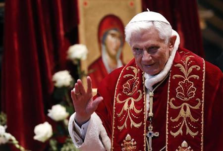 2月11日、ローマ法王ベネディクト16世(85)は、職務遂行に必要な精神的、肉体的な力がなくなったとして、退位する意向を表明した。バチカンで9日撮影(2013年 ロイター/Alessandro Bianchi)