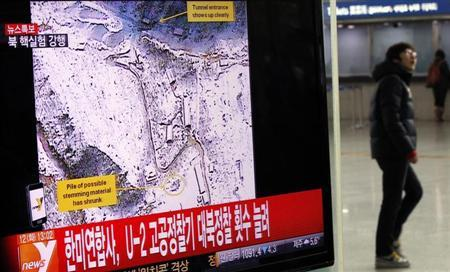 A passenger walks past a television report on North Korea's nuclear test at a railway station in Seoul February 12, 2013. North Korea conducted a nuclear test on Tuesday, South Korea's defence ministry said, after seismic activity measuring 4.9 magnitude was registered by the U.S. Geological Survey. The epicentre of the seismic activity, which was only one km below the Earth's surface, was close to the North's known nuclear test site. REUTERS/Kim Hong-Ji (SOUTH KOREA - Tags: POLITICS TPX IMAGES OF THE DAY)