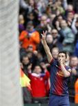 El delantero del Barcelona David Villa ha recibido el alta hospitalaria tras recibir tratamiento renal por un cólico nefrítico y podría llegar a tiempo para el partido del sábado contra el Granada, dijo el líder de la Liga. En la imagen, de 10 de febrero, David Villa celebra un gol que le endosó al Getafe en la goleada por 6-1 en Liga en el Camp Nou. REUTERS/Albert Gea