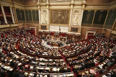 La cámara baja del Parlamento francés respaldó el martes los matrimonios del mismo sexo, despejando el camino para que se convierta en ley después de que se hayan producido en las calles marchas multitudinarias a favor y en contra de la medida. En la imagen, vista general de la Cámara Baja de Francia en París, el 12 de febrero de 2013. REUTERS/Charles Platiau