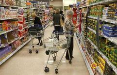 Customers shop for groceries in a supermarket in London October 18, 2011. REUTERS/Neil Hall