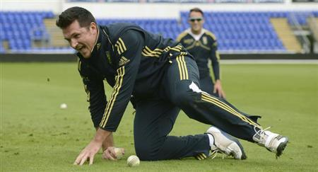 South Africa's Graeme Smith reacts after catching a ball during a training session their first one-day international cricket match against England at Sophia Gardens in Cardiff, Wales August 23, 2012. REUTERS/Philip Brown/Files