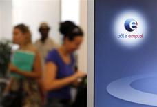 Un chômeur de 42 ans s'est immolé mercredi en milieu de journée devant une agence Pôle emploi de Nantes et est décédé. /Photo d'archives/REUTERS/Eric Gaillard