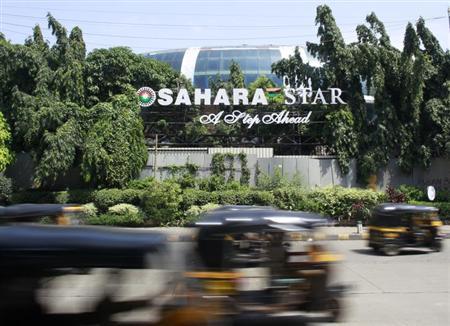 Auto-rickshaws move past a Sahara Star hotel in Mumbai September 18, 2012. REUTERS/Danish Siddiqui/Files