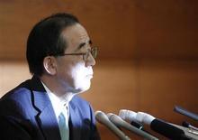 Presidente do Banco do Japão, Masaaki Shirakawa, fala durante coletiva de imprensa em Tóquio, Japão. Shirakawa defendeu a política monetária agressiva do banco central dizendo que ela destina-se a revitalizar a economia e não a enfraquecer o iene, em um momento em que o país sofre críticas internacionais antes de uma reunião do G20. 14/02/2013 REUTERS/Yuya Shino