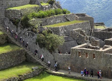 Tourists visit the Inca citadel of Machu Picchu in Cuzco August 21, 2012. REUTERS/Mariana Bazo