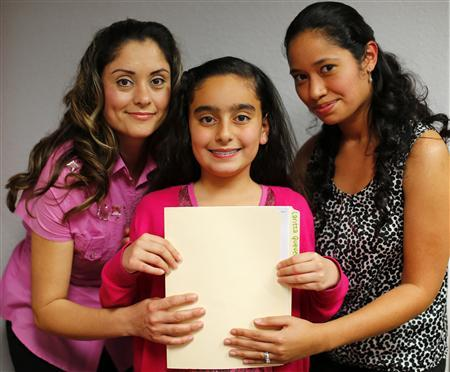 Teresa Villanueva (L) and her 11-year-old daughter Laritza receive help on their charter school application from Barrio Logan College Institute counselor Jennifer Pena (R) in San Diego, California, February 7, 2013. REUTERS/Mike Blake