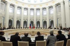 Representantes do G20 se reúnem com o presidente russo, Vladimir Putin, no Kremlin, na Rússia. O grupo das 20 principais economias mostrou dificuldades nesta sexta-feira para encontrar um ponto comum sobre câmbio e empréstimos, expondo as diferenças entre os defensores de mais medidas para o crescimento e aqueles que são favoráveis a mais austeridade para reanimar a economia mundial. 15/02/2013 REUTERS/Maxim Shemetov