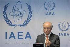 Las grandes potencias planean ofrecer a Irán una reducción de las sanciones relativas al comercio del oro y otros metales preciosos a cambio de que la república islámica cierre la central de enriquecimiento de uranio de Fordow, dijeron el viernes responsables occidentales. Imagen de archivo del director del Organismo Internacional de la Energía Atómica (OIEA), Yukiya Amano, en una rueda de prensa en la sede del organismo en Viena en noviembre de 2012. REUTERS/Herwig Prammer