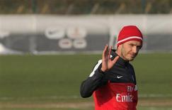 David Beckham ne fera pas ses débuts en Ligue 1 dimanche à Sochaux mais probablement le week-end prochain contre l'Olympique de Marseille, a fait savoir samedi son entraîneur au Paris Saint-Germain, Carlo Ancelotti. /Photo prise le 13 février 2013/ REUTERS/Gonzalo Fuentes