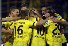 Le Borussia Dortmund a battu samedi à domicile l'Eintracht Francfort 3-0 grâce à un triplé de Marco Reus et conservé sa deuxième place en Bundesliga, que convoitait le Bayer Leverkusen. /Photo prise le 16 février 2013/REUTERS/Ina Fassbender