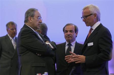 Garcia Altozano (L), Marcelino Fernandez Verdes (C) of ACS, a Spanish construction company talk to Peter Noe, board member of Hochtief AG during the annual meeting in Essen May 12, 2011. REUTERS/Ina Fassbender