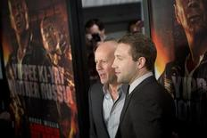 """Cast members Jai Courtney (R) and Bruce Willis meet with fans to celebrate the opening of their new film """"A Good Day To Die Hard"""" in New York February 13, 2013. REUTERS/Andrew Kelly"""