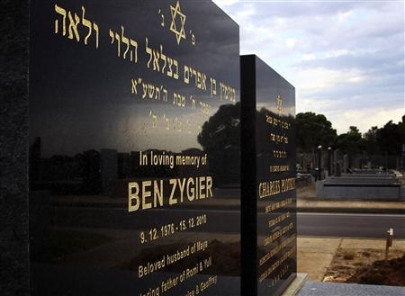 The grave of Ben Zygier (L), the Australian whom local media have identified as the man who died in an Israeli prison in 2010 and who may have been recruited by Israeli intelligence agency Mossad, is pictured at a Jewish cemetery in Melbourne February 14, 2013. REUTERS/Brandon Malone