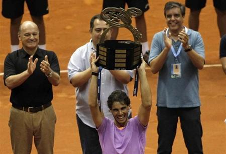 Rafael Nadal of Spain holds up the trophy after winning his final match against David Nalbandian of Argentina at the Brazil Open tennis tournament in Sao Paulo February 17, 2013. REUTERS/Nacho Doce