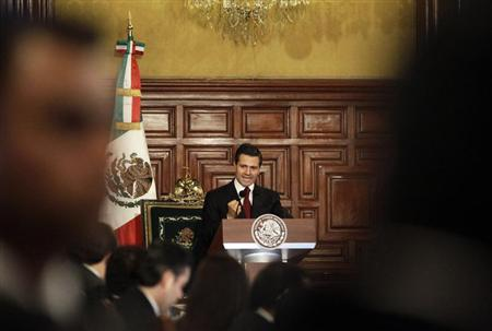 Mexican President Enrique Pena Nieto gives a speech before he received a sword and a sabre as the supreme commander of the armed forces during an event at the Palacio Nacional in Mexico City February 15, 2013. REUTERS/Henry Romero
