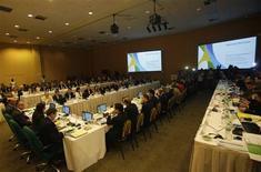 Autoridades y delegados en el primer día de reuniones del municipio carioca con autoridades del Comité Olímpico Internacional (COI) en Río de Janeiro, feb 18 2013. El alcalde de Río de Janeiro Eduardo Paes reconoció el lunes, en el primer día de reuniones con autoridades del Comité Olímpico Internacional (COI), su preocupación con la infraestructura hotelera de la ciudad para los Juegos del 2016. REUTERS/Ricardo Moraes