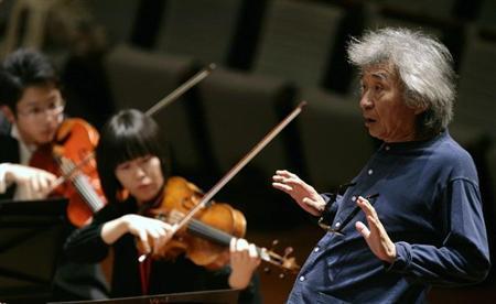 Maestro Seiji Ozawa conducts the Seiji Ozawa Ongaku-juku orchestra during a rehearsal at the National Theatre in Beijing April 15, 2009. REUTERS/Grace Liang
