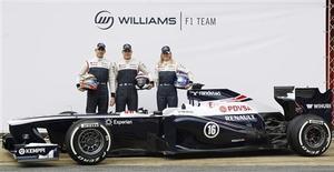 Williams a présenté mardi sa nouvelle monoplace sur le circuit de Barcelone, là où l'écurie avait remporté une course l'an dernier, caressant l'espoir d'un retour au sommet de la Formule Un. /Photo prise le 19 février 2013/REUTERS/Albert Gea