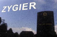 Israel publicó el martes datos relacionados con el suicido de un inmigrante australiano en 2010 en una de sus prisiones que se ha dicho que era un espía del Mossad caído en desgracia, y afirmó que se ahorcó en su celda sin que intervinieran causas externas. Imagen del 14 de febrero de la tumba de Ben Zygier, identificado por medios australianos como el hombre que falleció en una prisión israelí en 2010 y que podría haber sido reclutado por los servicios secretos de este país, en el cementerio judío de Melbourne. REUTERS/Brandon Malone