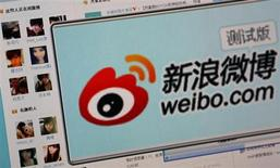 """The logo of Sina Corp's Chinese microblog website """"Weibo"""" is seen on a screen in this photo illustration taken in Beijing September 13, 2011. REUTERS/Stringer"""