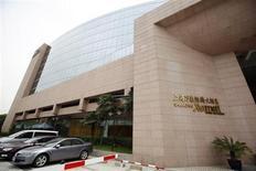 Вход в отель Marriott Shanghai Hongqiao в Шанхае, 26 мая 2010 года. Результаты сети отелей Marriott International превысили ожидания аналитиков за счет роста выручки, который стимулировало увеличение активности во всем секторе туристических и деловых поездок. REUTERS/Aly Song