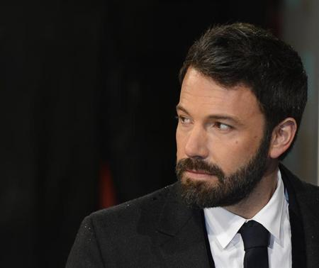 Ben Affleck poses as he arrives for the British Academy of Film and Arts (BAFTA) awards ceremony at the Royal Opera House in London February 10, 2013. REUTERS/Paul Hackett
