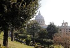 La Basilica di San Pietro vista dall'interno dello Stato Vaticano, oggi. REUTERS/Alessandro Bianchi