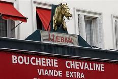 La consommation de viande de cheval a augmenté de 10 à 15% en France depuis le début du scandale des plats surgelés, grâce à la couverture médiatique dont a bénéficié ce produit, a déclaré à Reuters Eric Vigoureux, le président de la Fédération des bouchers-chevalins de France. /Photo prise le 11 février 2013/REUTERS/Charles Platiau