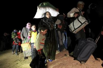 Syrian refugees pour south to Jordan in nightly exodus