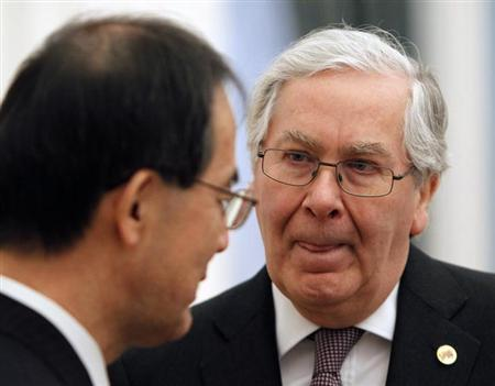 Mervyn King, Governor of the Bank of England, concentrates during a conversation at a meeting of G20 representatives with Russian President Vladimir Putin in the Kremlin February 15, 2013. REUTERS/Maxim Shemetov (RUSSIA - Tags: POLITICS BUSINESS)