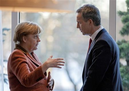 German Chancellor Angela Merkel (L) meets with Norwegian Prime Minister Jens Stoltenberg in Oslo February 20, 2013. REUTERS/Thomas Winje Oijord/NTB scanpix/Pool