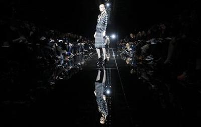 Milan fashion week opens with hopes of economic comeback