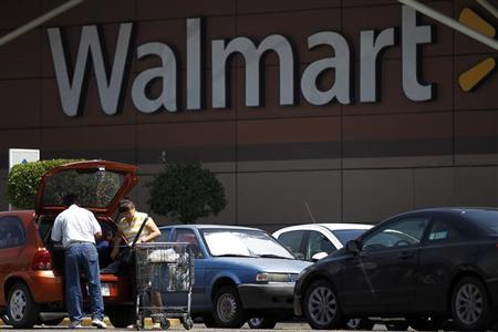 Shoppers are seen in front of a Wal-Mart store in Mexico City, August 15, 2012. REUTERS/Edgard Garrido