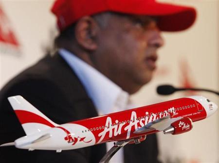Air Asia CEO Tony Fernandes answers a question during a news conference in central Sydney January 6, 2010. REUTERS/Daniel Munoz/Files