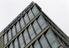 Офис продаж Новатэка в Москве 16 сентября 2012 года. Крупнейший частный газодобытчик в РФ - Новатэк увеличил коэффициент восполнения запасов до 842 процентов в 2012 году с 444 процентов в 2011 году по категории SEC, сообщил Новатэк. REUTERS/Maxim Shemetov