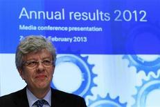 Le directeur général de Swiss Re, Michel Lies. Le groupe de réassurance fait état d'une hausse de près de 60% de son bénéfice annuel, imputable à une progression des primes et des marges ainsi qu'à des gains de placements qui ont compensé les pertes liées à l'ouragan Sandy aux Etats-Unis. /Photo prise le 21 février 2013/REUTERS/Arnd Wiegmann