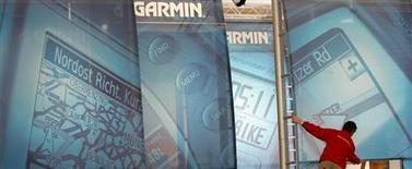 Garmin, le fabricant américain de GPS, s'attend à une baisse de 20% de ses ventes d'appareils d'aide à la navigation en 2013, conséquence du moindre attrait de ces produits désormais concurrencés par les applications mobiles. /Photo d'archives/REUTERS/Christian Charisius